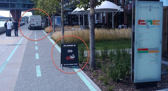 Bezpečnosť cyklistov a chodcov opakovane zhoršujú priľahlé prevádzky Riverparku
