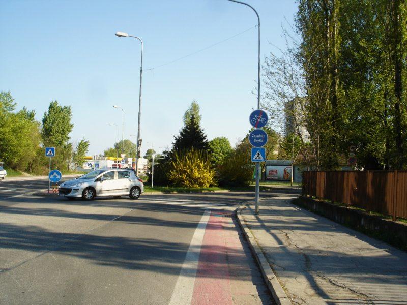 Nesprávne vedenie cyklopruhu v Podunajských Biskupiciach