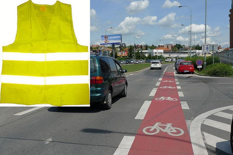 Reflexné vesty vs cyklopruhy - podľa policajtov znižujú nehodovosť výhradne prvé