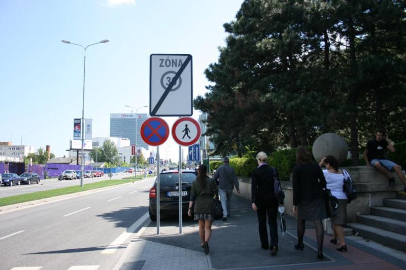 Chodci využívajú prirodzenú trasu, ignorujú zákazy