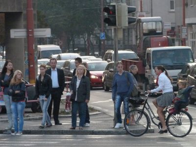 Náš rešpekt pre cyklistku s dieťaťom na Račianskom mýte