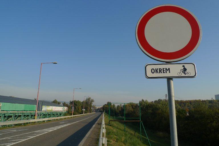 Zákaz vjazdu okrem cyklistov