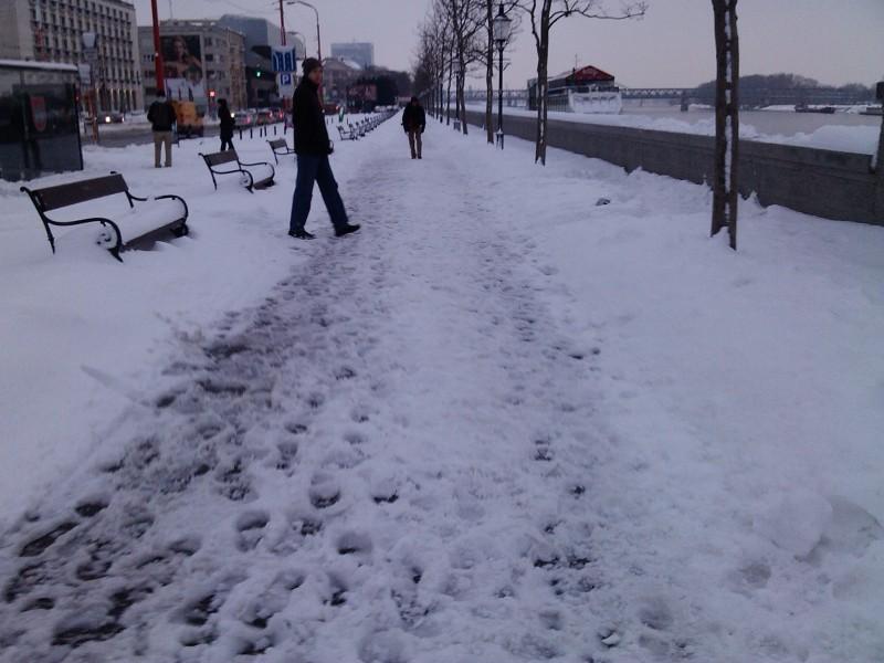 Neodhrabané nábrežie od snehu