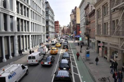Cyklopruh vpravo od pozdĺžneho parkovania, New York, NY