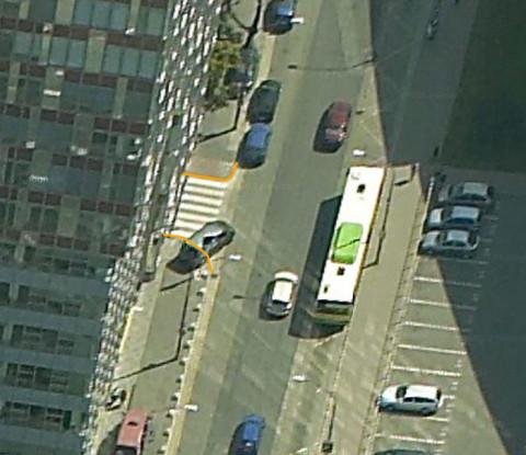 Návrh doplnenia stĺpikov na zabránenie státia na nebezpečných miestach či miestach, kde vozidlá tvoria prekážku chodcom.