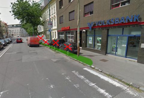 Vytvorenie zeleného pásu medzi vozovkou a chodníkom, ktorý je možné doplniť napr. nízkym živým plotom.