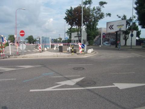 Úprava ostrovčeka v križovatke pri vjazde do garáže Eurovea.