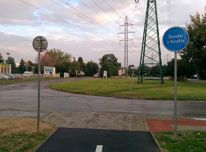 """Obnovená cyklotrasa so značkou """"Zosadni z bicykla"""""""