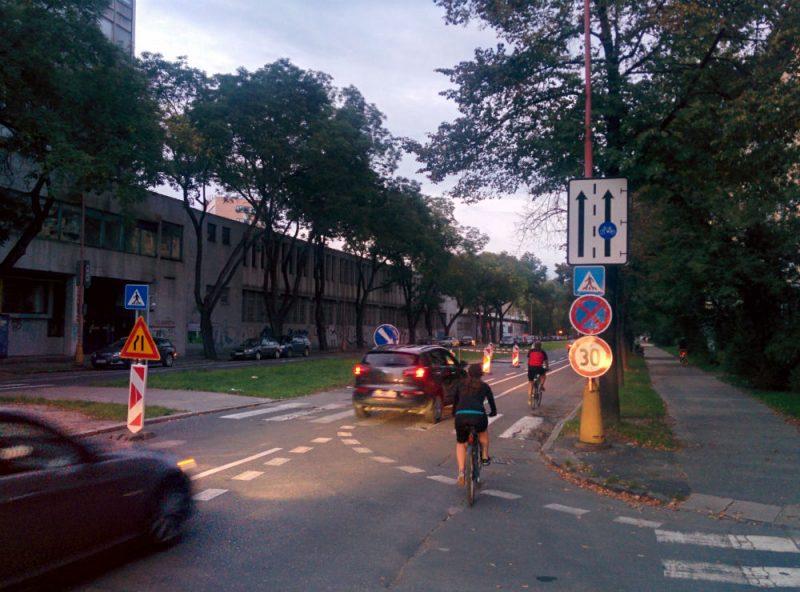 Presmerovanie premávky na Košickej do cyklopruhu a parkovacieho pruhu