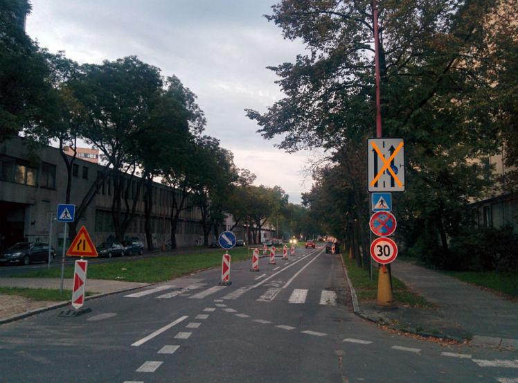 Návrh riešenia 1: Zrušenie cyklopruhu (zrušením platnosti značky) a doplnenie značky pozor cyklisti.