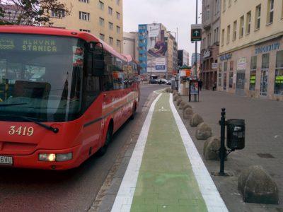 Protismerný cyklopruh na Dunajskej