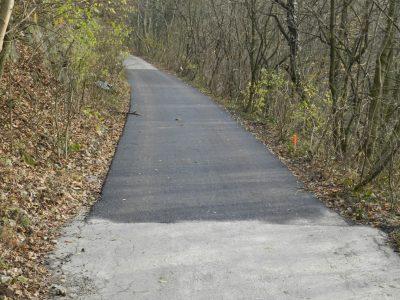 Novo vyasfaltovaný úsek lesnej cesty