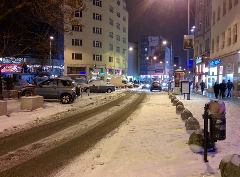 Dunajská - sneh v cyklopruhu