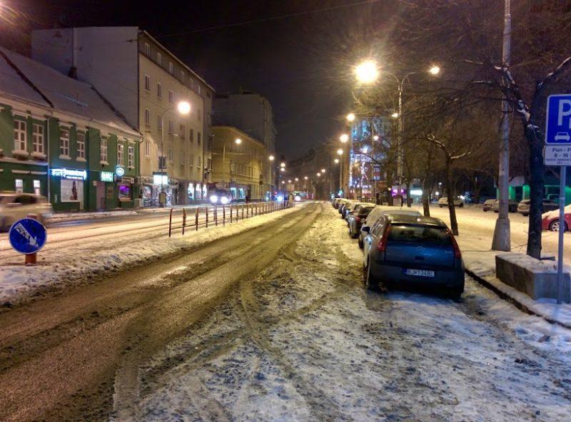 Špitálska - sneh v cyklopruhu