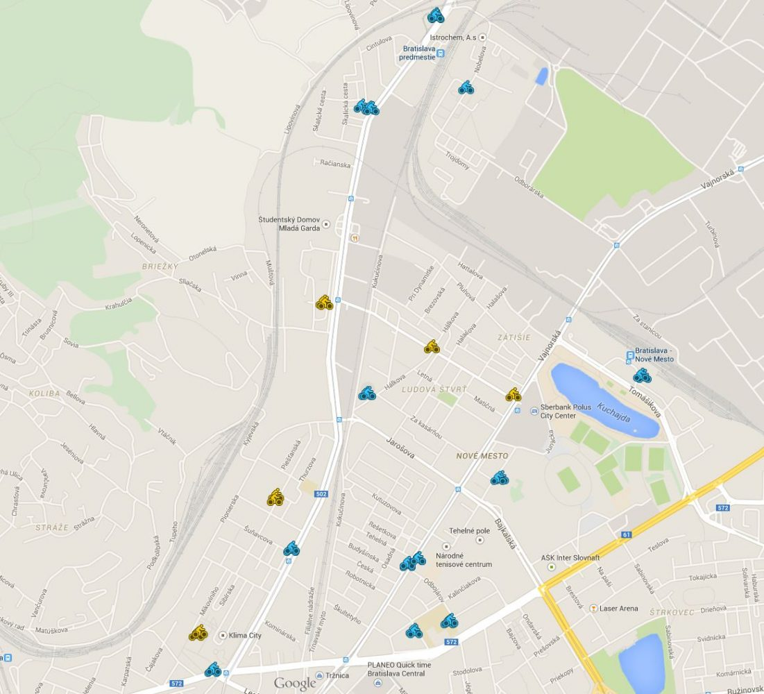 Návrh lokalít cyklostojanov. Modré sú prioritné, žtlé sú náhradné lokality.