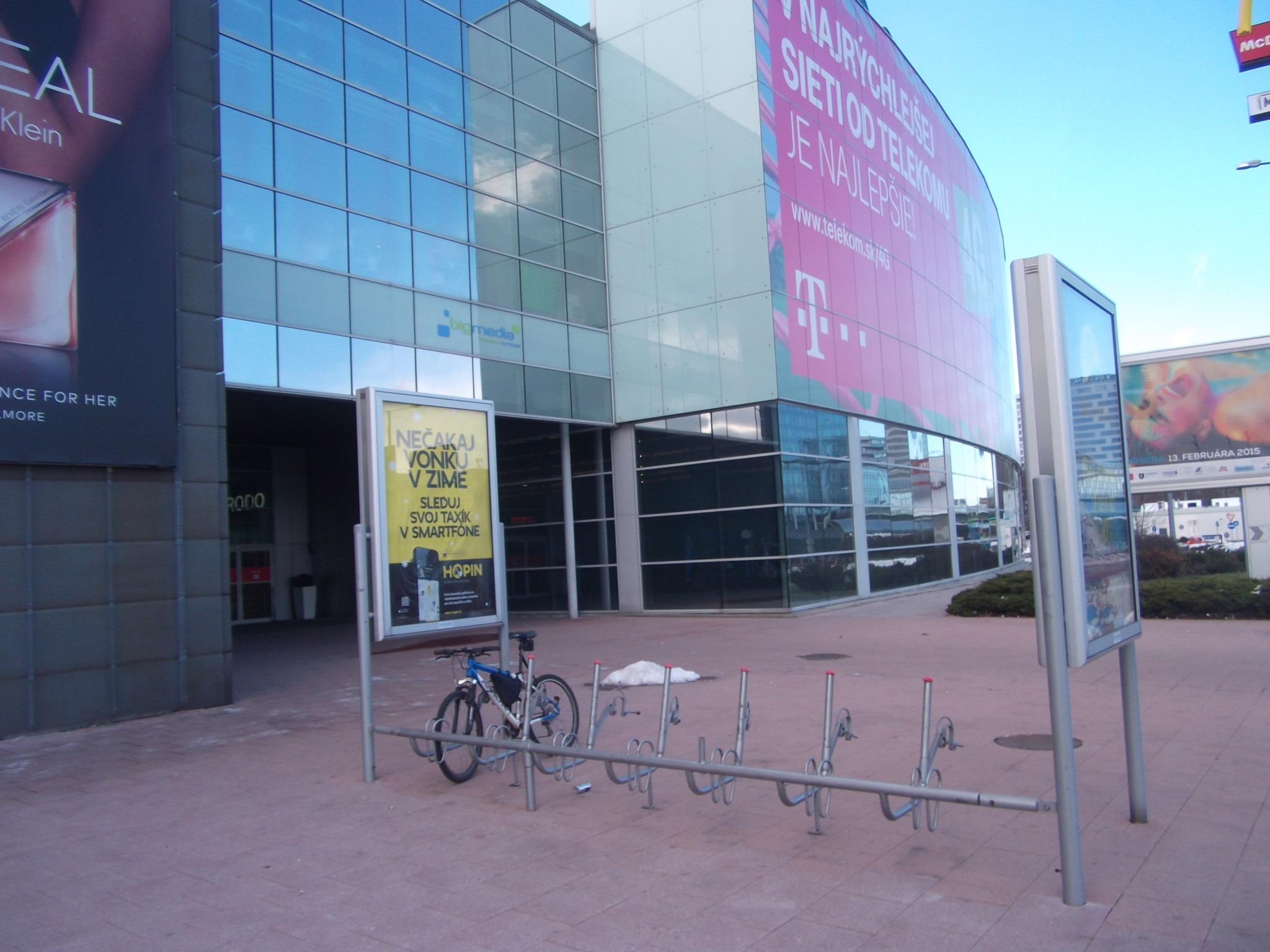 972b2f757 Parkovanie bicyklov pred veľkými nákupnými centramiCyklokoalícia ...