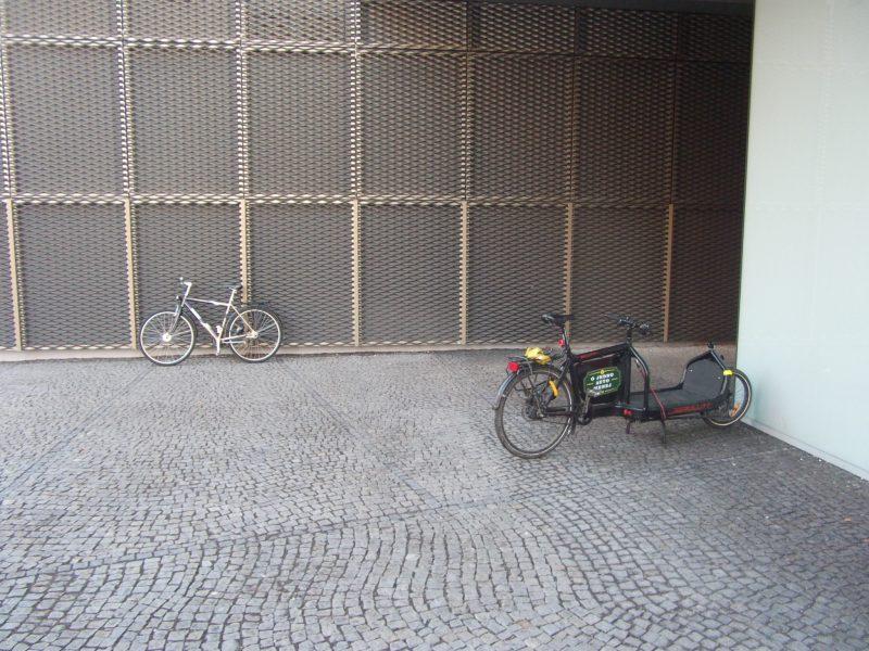 Centrál - zaparkované bicykle.