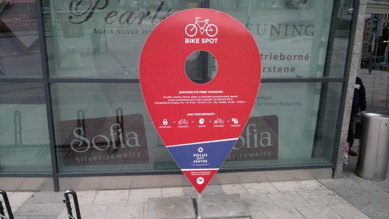 Polus - informácia o možnostiach parkovania bicyklov.