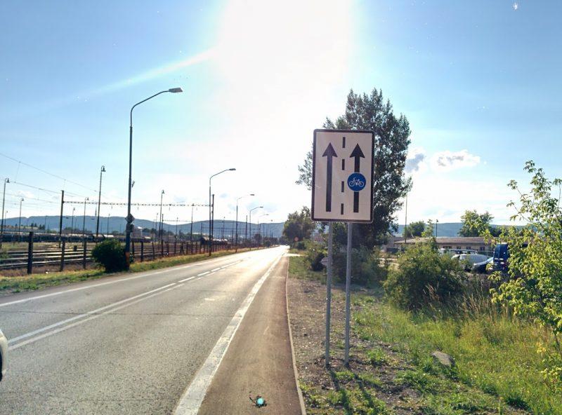 Cyklotrasa R84: Označenie cyklopruhu v smere na Rendez (Východná ul.)