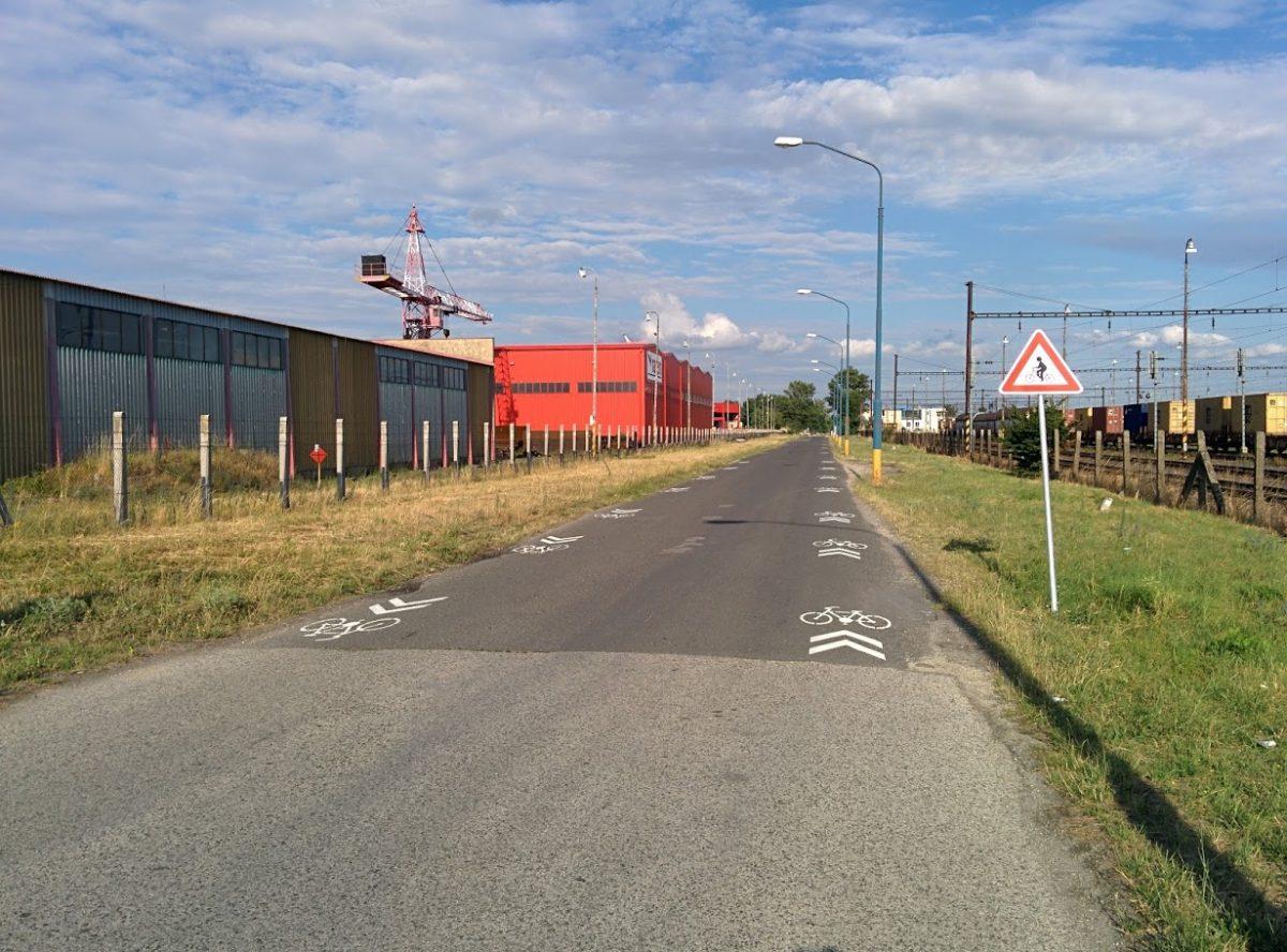 Cyklotrasa R84: Koridor pre cyklistov smer žel. stanica Vajnory (Príjazdná ul.)