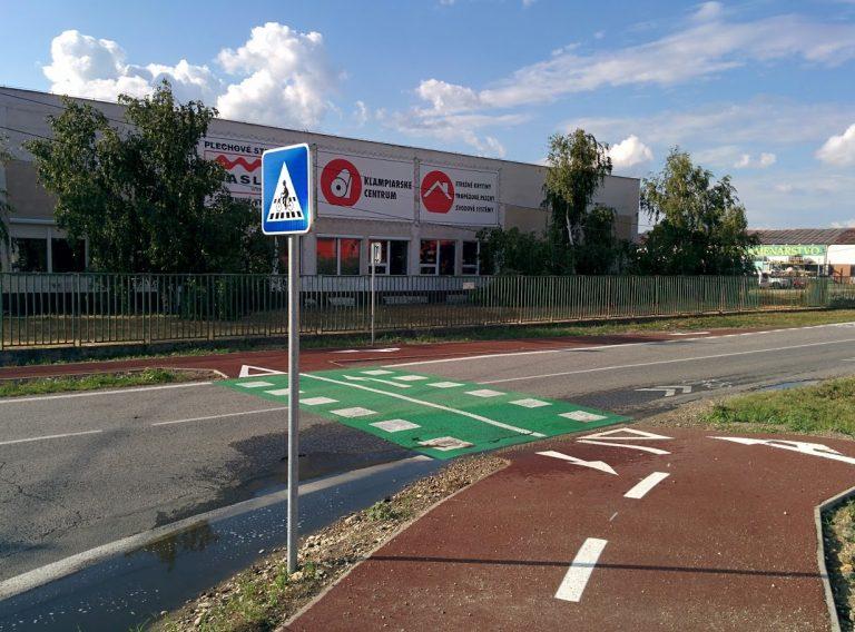 Cyklotrasa R84: Priechod pre cyklistov v križovatke Pri starom letisku - Príjazdná