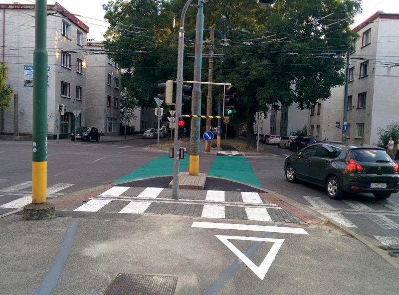 Cyklotrasa R26: Ľavé odbočenie pre autá