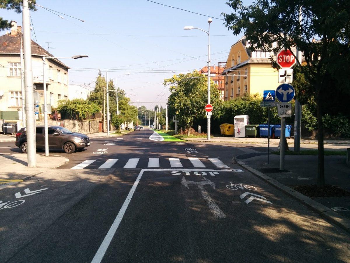 Križovatka Prokopa Veľkého x Hroboňova od centra