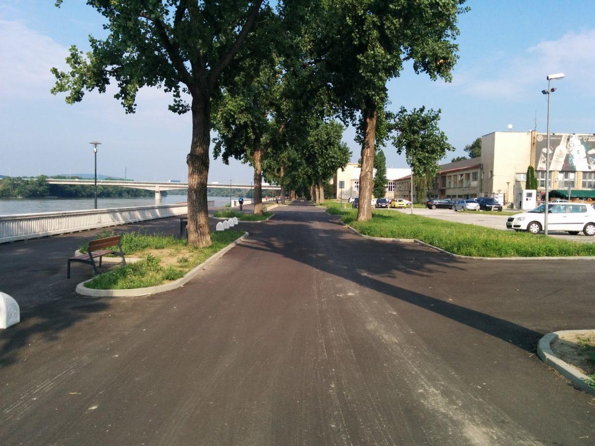 Úsek River Park - Most Lafranconi v súčasnosti po rekonštrukcii. Priestor pre chodcov bol zúžený.