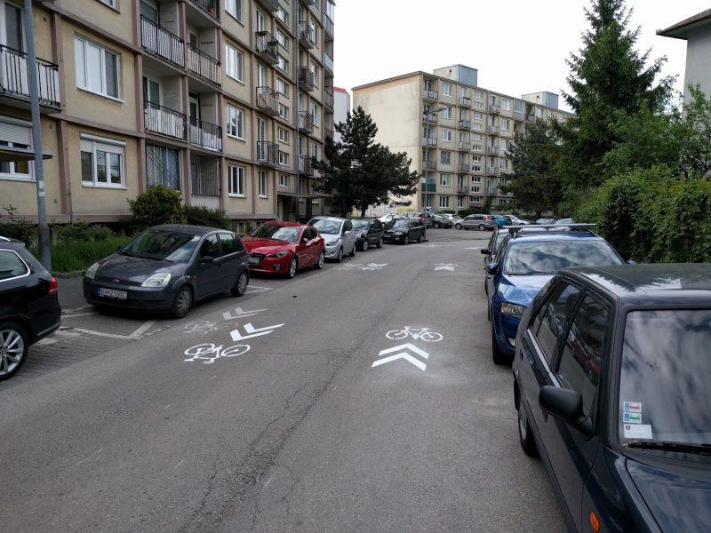 Vodorovné dopravné značenie označujúce zvýšený pohyb cyklistov
