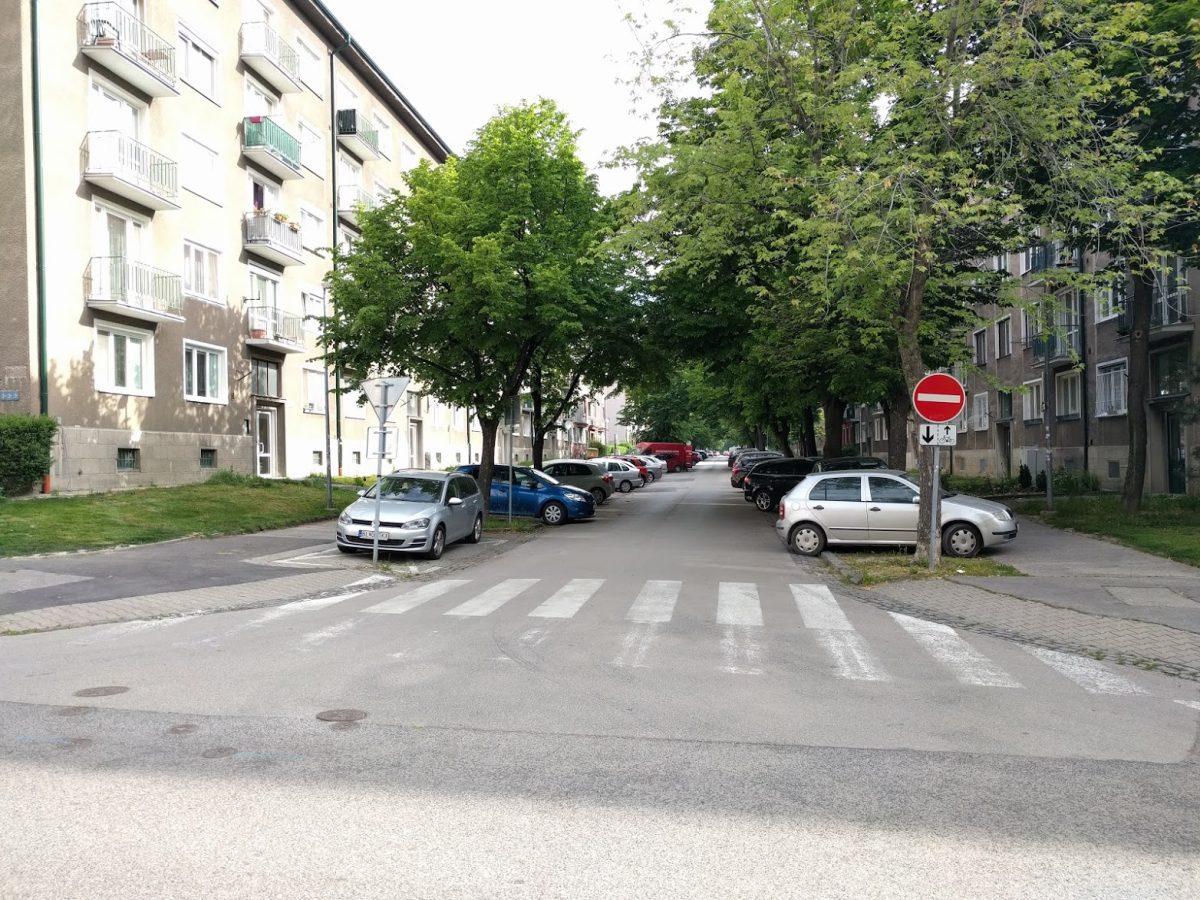 Sibírska od Kraskovej - uložnenie jazdy cyklistov v protismere