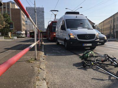 Organizácie zastupujúce cyklistov vyzývajú Políciu riešiť dodržiavanie bezpečného odstupu