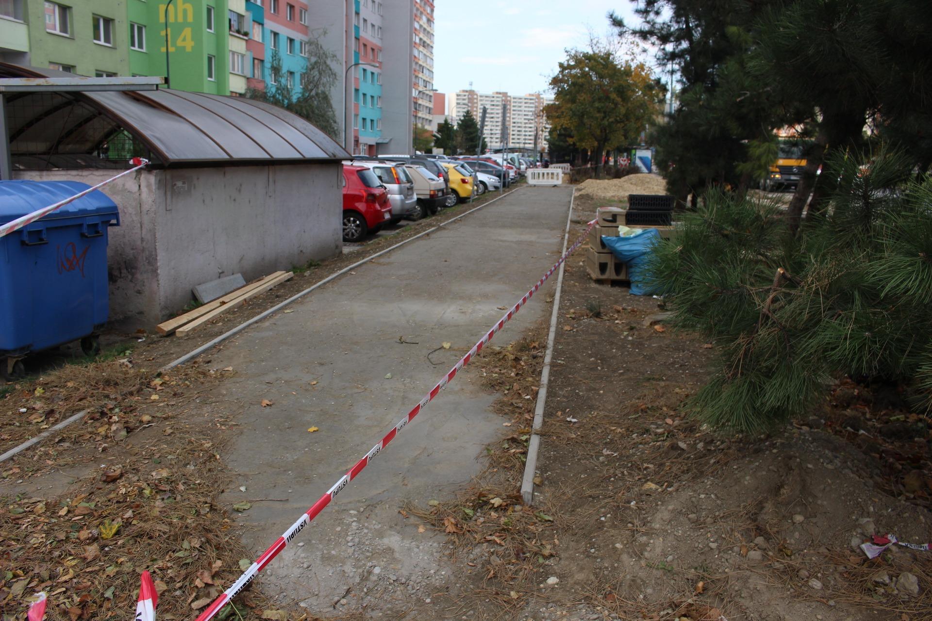 Výstavba cyklotrasy pri Nám. hraničiarov napreduje