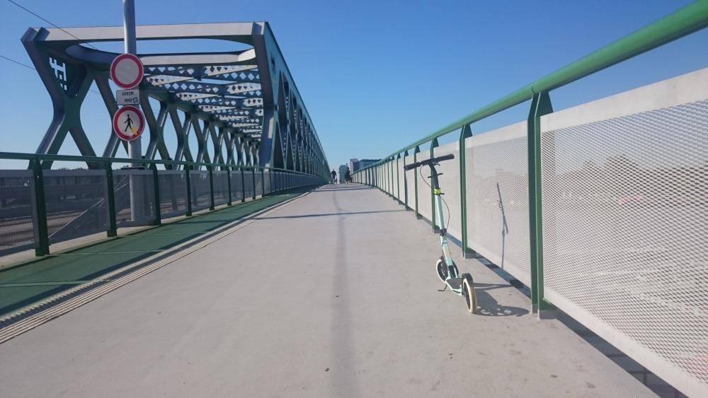 Kolobežkou cez Starý most