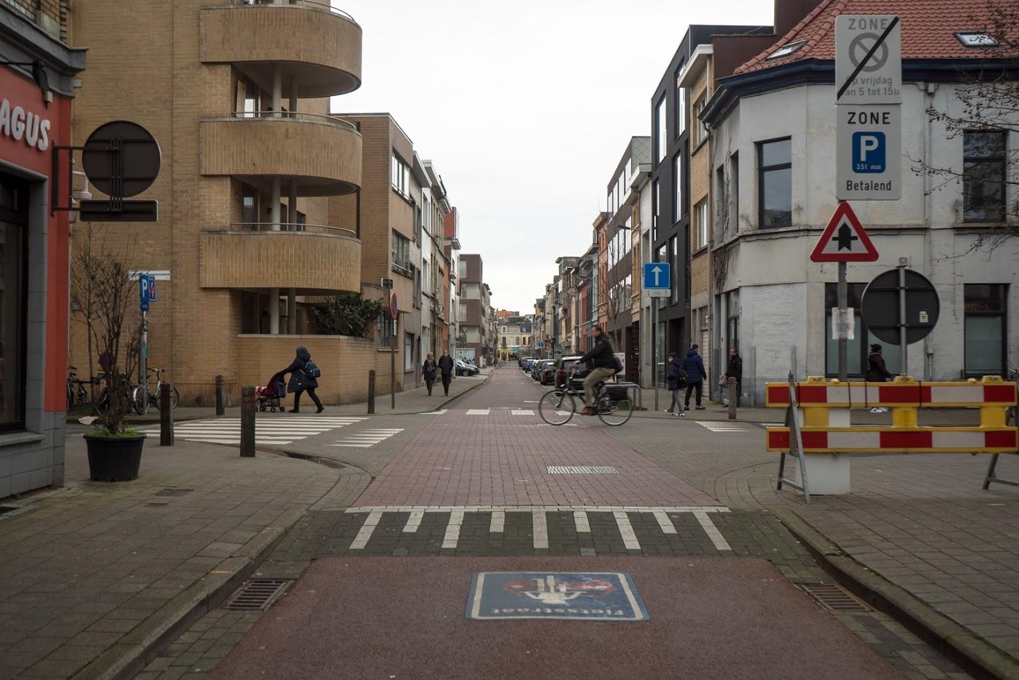 Fotoreport Belgicko - prvky upokojovania dopravy