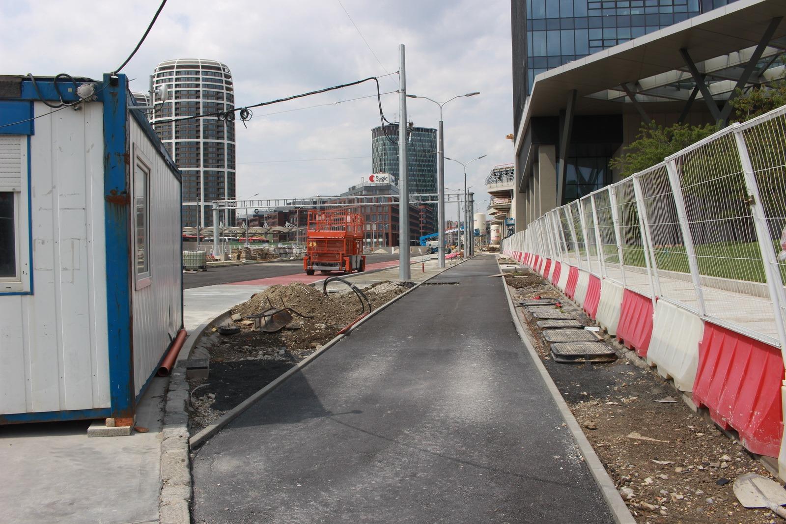 Stav výstavby cyklotrás pri autobusovej stanici v máji 2020